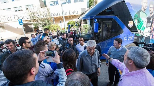 لاعبي برشلونة أثناء زيارتهم لمستشفى