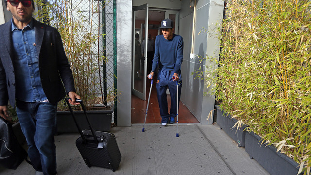 The injury means that Neymar is currently walking on crutches. PHOTO: MIGUEL RUIZ-FCB.