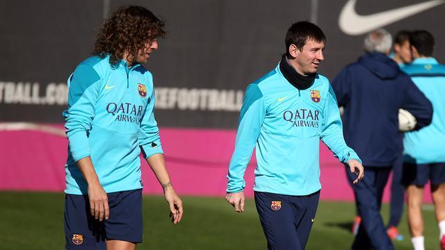 Carles Puyol y Leo Messi sobre el césped de la Ciudad Deportiva