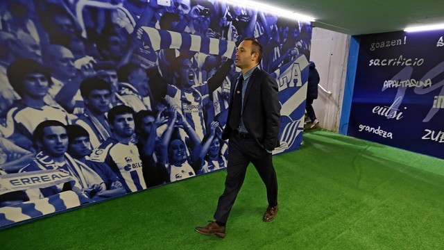 Iniesta was one of the players in action at Anoeta. / PHOTO: MIGUEL RUIZ-FCB