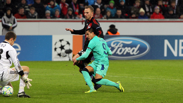 Alexis v Bayer Leverkusen / PHOTO: ARXIU FCB