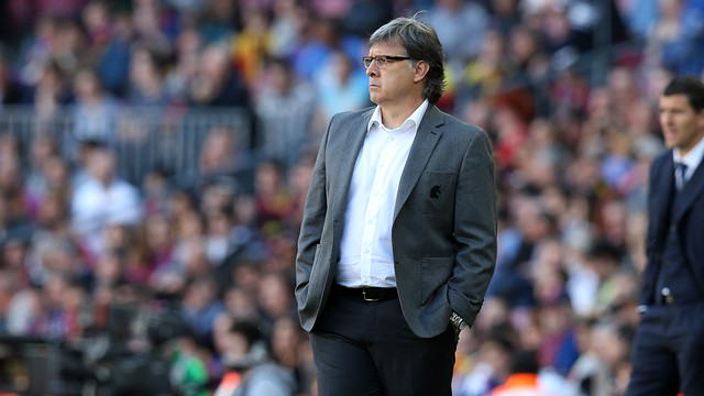 Martino looks on as FC Barcelona run rampant at the Camp Nou / PHOTO: MIGUEL RUIZ - FCB