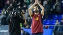 Navarro aplaudeix durant l'homenatge / FOTO: FCB