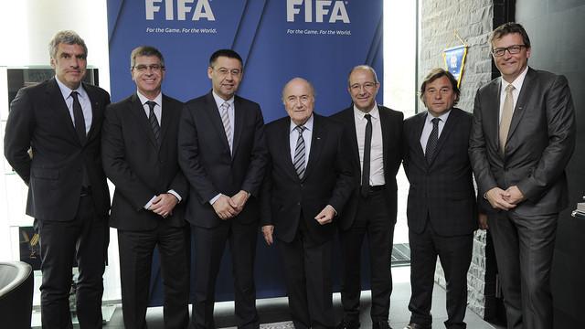 Joseph Blatter, amb la comitiva barcelonista encapçalada per Josep Maria Bartomeu.