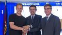 Ter Stegen ha signat acompanyat del president Josep Maria Bartomeu i el vicepresident esportiu Jordi Mestre