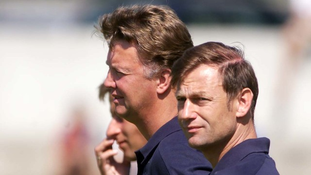 Loius Van Gaal (l) and goalkeeping coach Frans Hoek (r) during his second spell in charge at Barça / FCB Archive