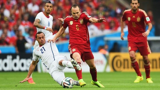 Andrés Iniesta in the game against Chile / PHOTO: FIFA.COM