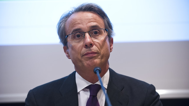 Javier Faus en la sala de prensa Ricard Maxenchs