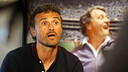 Luis Enrique, in front of a photo of Bobby Robson, at St George's Park. PHOTO: MIGUEL RUIZ-FCB.