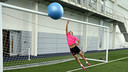 Jordi Alba shows off his goalkeeping skills. PHOTO: MIGUEL RUIZ-FCB.