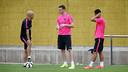 Vermaelen and Pedro, on the pitch at Ciutat Esportiva. PHOTO: MIGUEL RUIZ - FCB