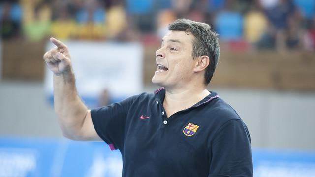 Xavi Pascual dirigiendo el equipo durante la pretemporada