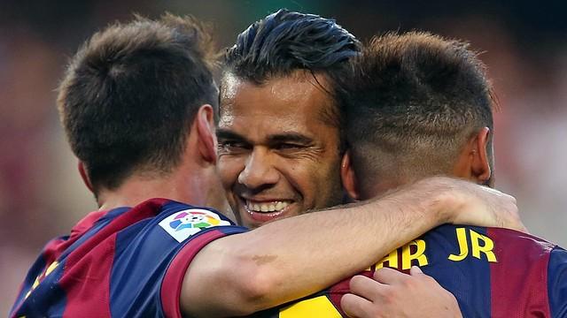 Alves, Messi e Neymar Jr, contra o Granada.