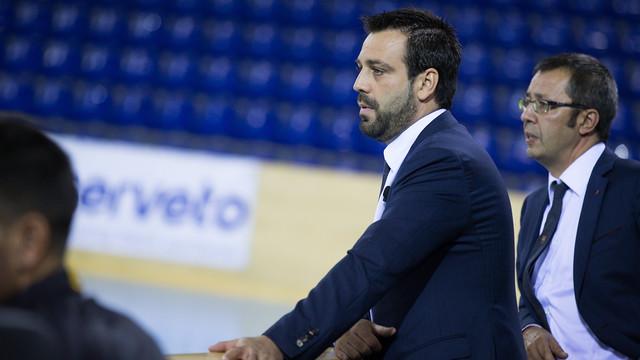 Ricard Muñoz, dirigiendo al equipo en el Palau