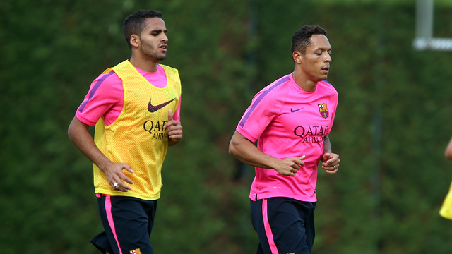 Douglas and Adriano, during a training session / PHOTO: MIGUEL RUIZ - FCB