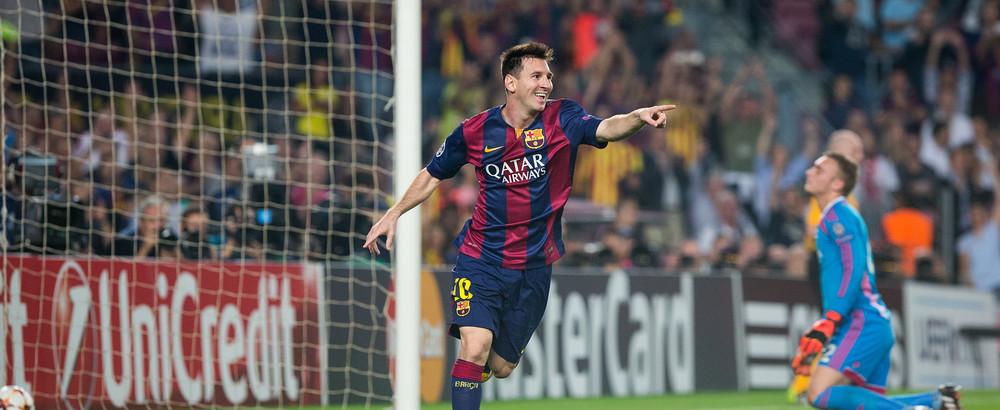 Leo Messi somirent després de marcar el segon gol del Barça