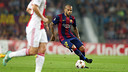Dani Alves en una acció del partit contra l'Ajax /  FOTO: MIGUEL RUIZ - FCB
