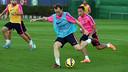 Rakitic e Adriano no treino desta segunda-feira.