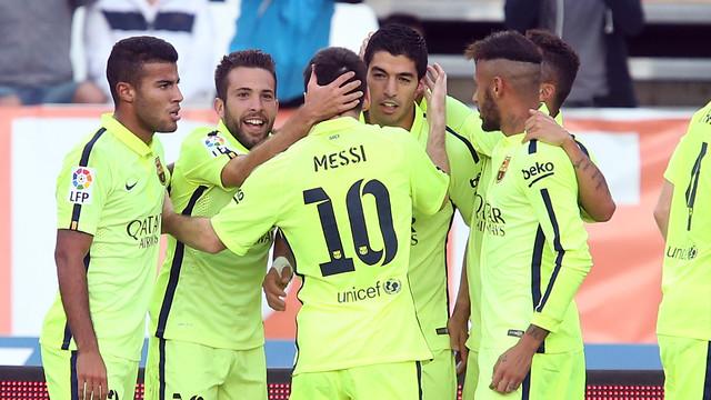 Os jogadores culés celebrando o gol da virada em Almería.