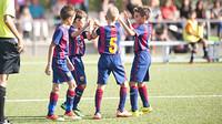 Os jovens talentos da Masia celebrando um gol