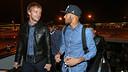 Rakitic et Neymar Jr, au moment d'embarquer / PHOTO: ARCHIVE FCB