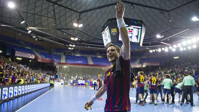 Tomás celebrant la darrera Copa Asobal del Barça d'handbol / FOTO:VÍCTOR SALGADO-ARXIU FCB