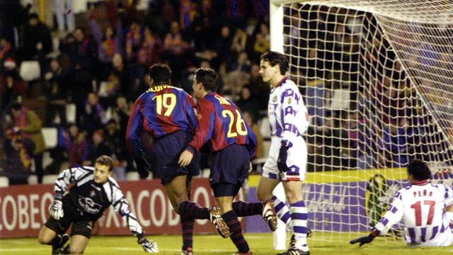 Xavi va anotar un gol important a Valladolid per seguir lluitant per la Lliga la temporada 1998/99