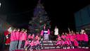 Cardoner i els nens de l'FCBEscola, en el moment de l'encesa de llums / FOTO: VÍCTOR SALGADO-FCB