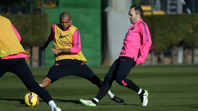 Iniesta and Alves were among the players that trained on Saturday / PHOTO: MIGUEL RUIZ-FCB