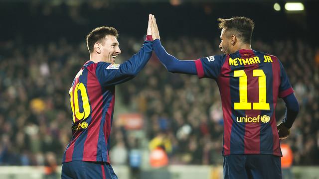 """Leo Messi y Neymar Jr. celebrando uno de los goles de la victoria   FOTO """" 029e1b9c473"""