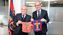 Amador Bernabéu and Jordi Cardoner at the Supporters Services Office, after Gerard Piqué's grandfather registered Sasha as a Club member. / PHOTO: MIGUEL RUIZ - FCB