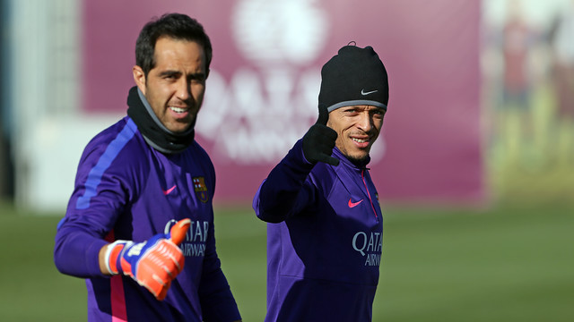 Claudio Bravo, shown here with Adriano, is back in the squad / PHOTO: MIGUEL RUIZ - FCB