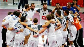 Sorhaindo i Karabatic amb el seus companys un cop guanyat el títol / FOTO: Qatar Handball 2015