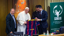 Pope Francis and Josep Maria Bartomeu holding up a shirt with the Pontifice's name on it