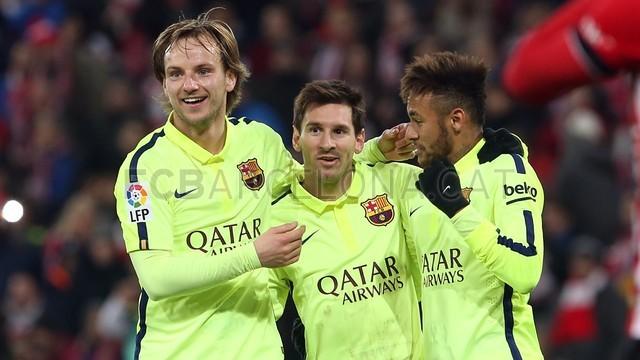Rakitic, Messi e Neymar celebram um gol do Barça em Bilbao