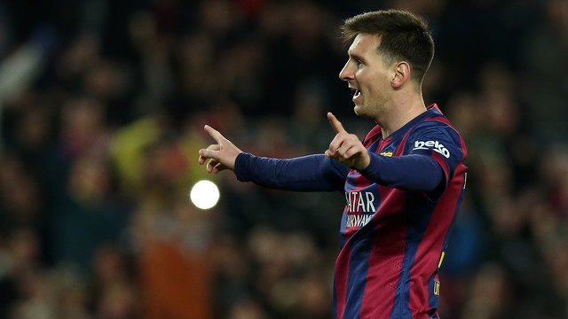 Messi merentangkan kedua tangannya