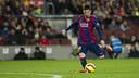 Leo Messi frappe au but contre l'Espanyol au Camp Nou / PHOTO: MIGUEL RUIZ - FCB