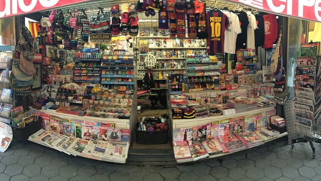 One of the newspaper kiosks which will sell FC Barcelona tickets
