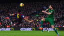 Luis Suárez, just before pulling the trigger on his amazing goal on Sunday versus Levante. / GETTY IMAGES