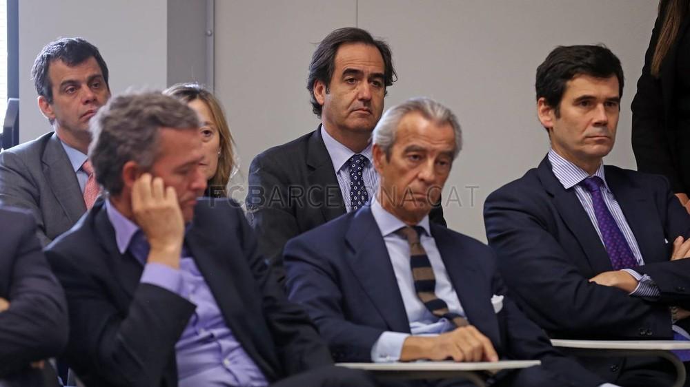 بالصور والفيديو  : لاعبو برشلونة يعلنون عن عقد بث مباريات الفريق للموسم المقبل Pic_2015-02-18_ACUERDO_TELEFONICA_23-Optimized.v1424268356
