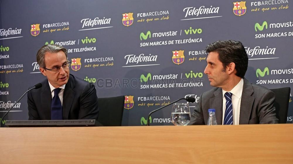 بالصور والفيديو  : لاعبو برشلونة يعلنون عن عقد بث مباريات الفريق للموسم المقبل Pic_2015-02-18_ACUERDO_TELEFONICA_18-Optimized.v1424268348