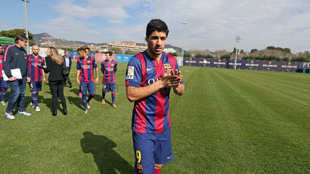 بالصور والفيديو  : لاعبو برشلونة يعلنون عن عقد بث مباريات الفريق للموسم المقبل Pic_2015-02-18_ACUERDO_TELEFONICA_06-Optimized.v1424268324