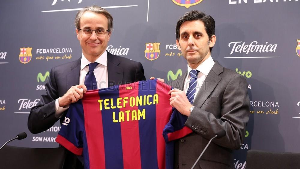 بالصور والفيديو  : لاعبو برشلونة يعلنون عن عقد بث مباريات الفريق للموسم المقبل Pic_2015-02-18_ACUERDO_TELEFONICA_15-Optimized.v1424268342