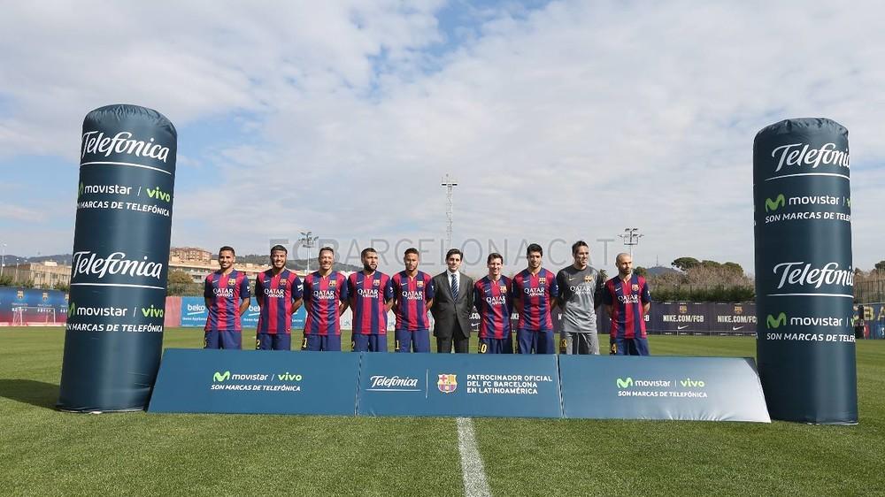 بالصور والفيديو  : لاعبو برشلونة يعلنون عن عقد بث مباريات الفريق للموسم المقبل MRG29599-Optimized.v1424269141