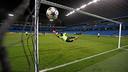 El Barça ha entrenado sobre el césped del City of Manchester Stadium / MIGUEL RUIZ - FCB