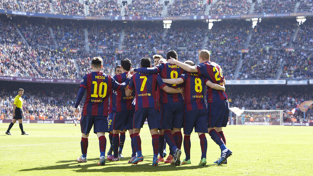 The players celebrate one of the six goals against Rayo / MIGUEL RUIZ - FCB
