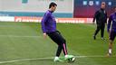 Sergio Busquets trains at full speed during Saturday's session at the Ciutat Esportiva. / MIGUEL RUIZ-FCB