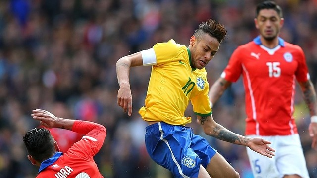 Neymar in action against Chile / FIFA.COM