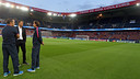 Luis Enrique and his coaching staff at Parc des Princes / MIGUEL RUIZ - FCB