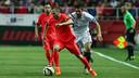 Iniesta carries upfield against Sevilla. / MIGUEL RUIZ - FCB
